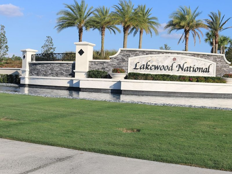 RESORT STYLE LIVING, NEW CONSTRUCTION, HAS ALL THE AMENITIES, vacation rental in Lakewood Ranch