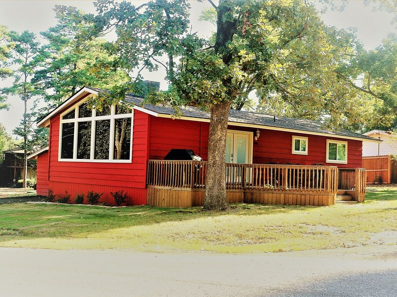 Cozy cabin in the Crestwood Subdivision at Lake O The Pines., holiday rental in Avinger