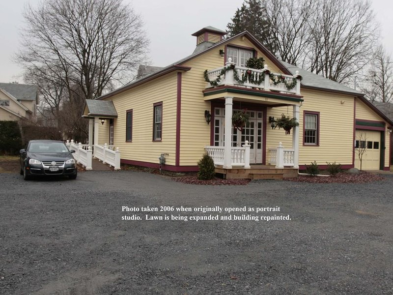 1905 Carriage House, beautifully renovated and walking distance to town., holiday rental in Hadley