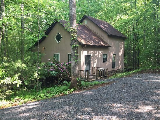 Harmony Ridge 2 Bedroom cabin in the woods with lots of privacy, Internet, vacation rental in Young Harris