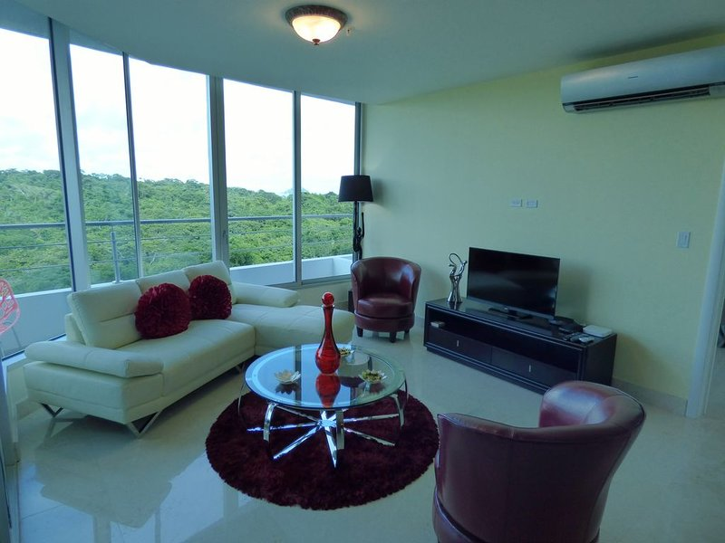 Beautiful Condo in Oceanfront Resort - Loaded with Amenities - Great Value, aluguéis de temporada em Gamboa