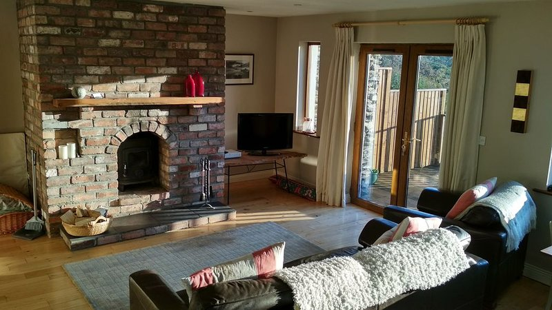 Recently renovated private self catering apartment attached to our home., holiday rental in Dunquin