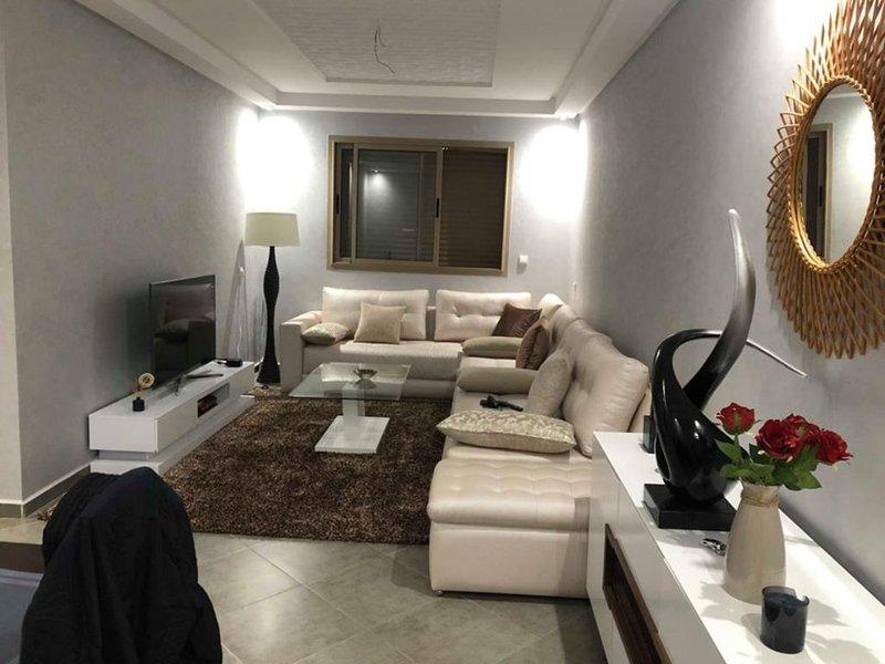 Espace calme et beau pour tous à Beni mellal , belle apartement pour tous econom, holiday rental in Tadla-Azilal Region
