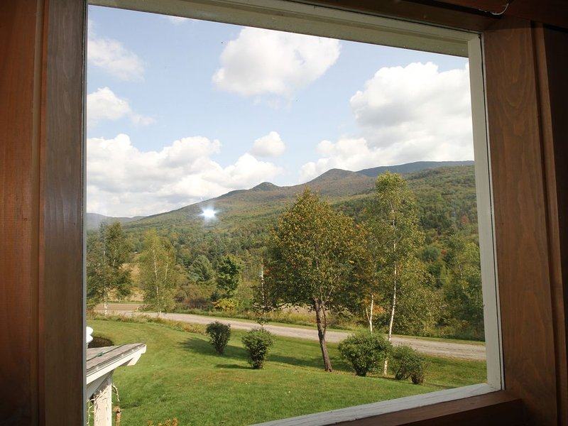 Ski Hills are only minutes away - Pinnacle View Apt - Spectacular Scenery, location de vacances à Waterbury