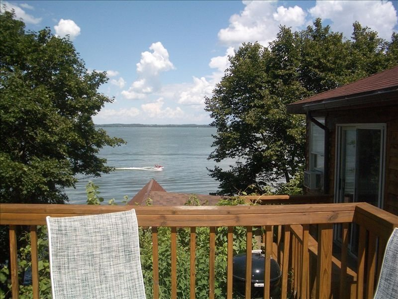 Two Bedroom Cottage with Great Lake Views!, alquiler de vacaciones en Madison