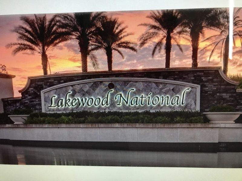 Enjoy Lakewood National Golf Club in a Beautiful Brand New Veranda Condo, holiday rental in Myakka City