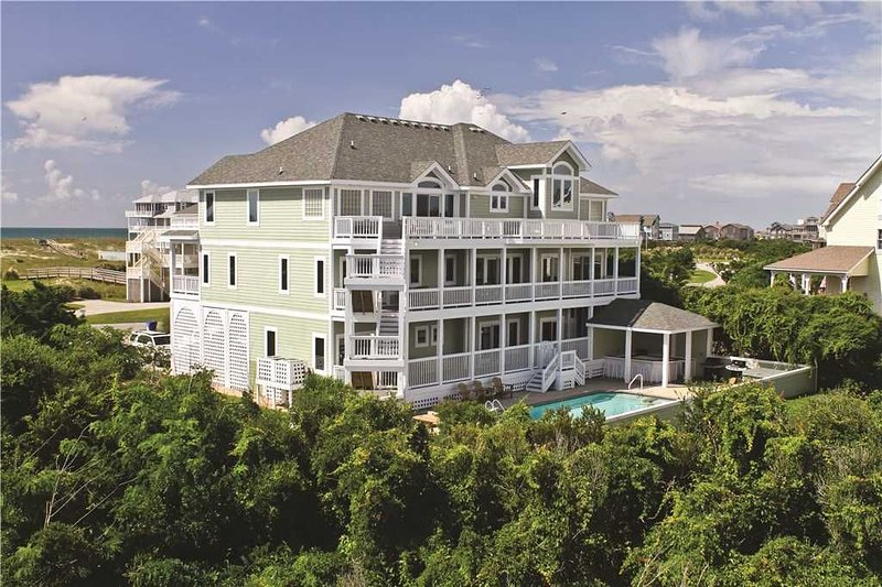 Showstopper! Sprawling & Spacious w/ Htd Pool&HotTub, Elevator, Pets, holiday rental in Hatteras