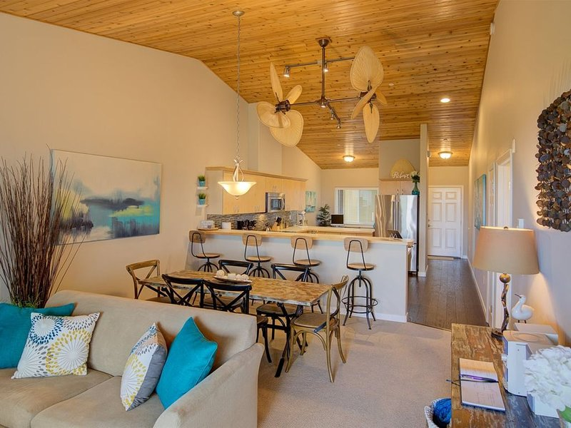 Cathedral Ceilings and Gorgeous Views, holiday rental in Ocean Shores