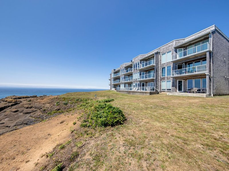 NEW LISTING! Oceanfront condo w/ gorgeous views, shared pool, and hot tub, vacation rental in Depoe Bay
