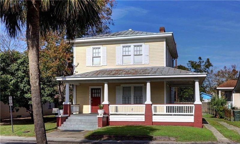 Beautiful Historic Savannah Home, holiday rental in Georgetown