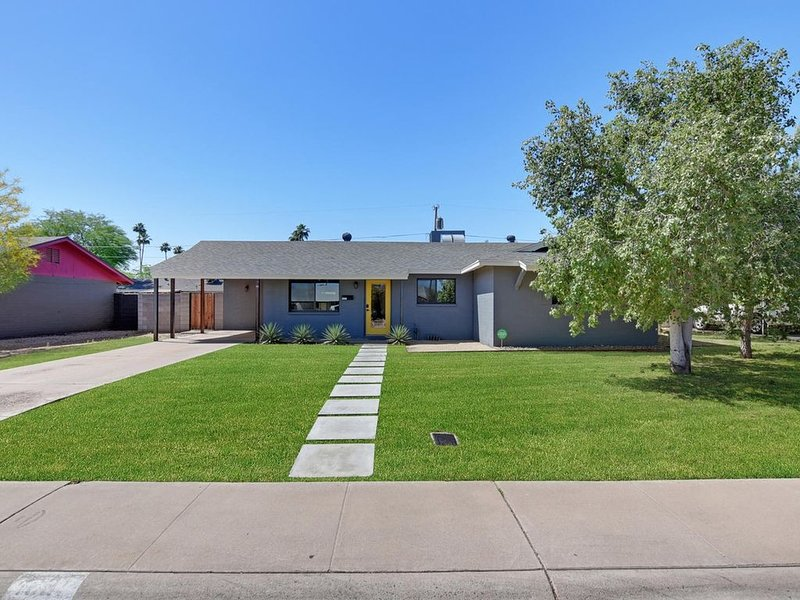 Newly Remodeled 4br/2ba Industrial Style House, holiday rental in Tempe
