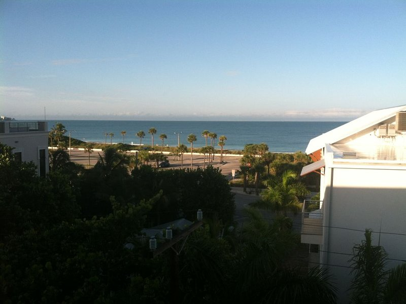 Lido Key Condo- Steps away from the beach. Contact us * *******-3510, holiday rental in Lido Key