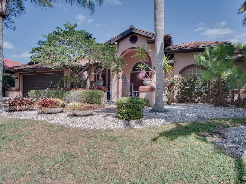 Spacious ,clean10 minutes to the beach , shopping malls and tourist attractions., casa vacanza a Gulf Gate Estates
