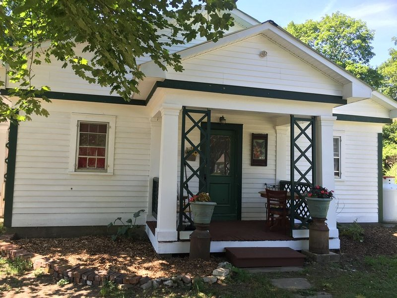 Cozy 1 Bedroom farm stay cottage, holiday rental in Cambridge