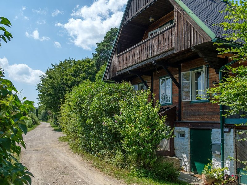 Historic Cottage in the Beautiful Vienna Woods, Artists/Writers Retreat, holiday rental in Hainfeld