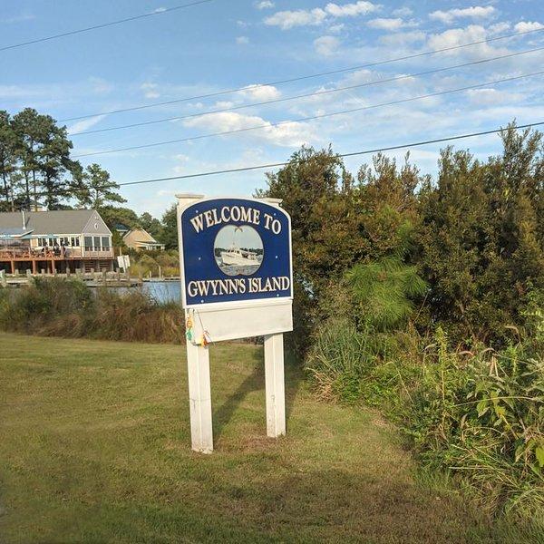 Starlight Inlet, a quiet getaway on beautiful Gwynn's Island, VA., holiday rental in Wake