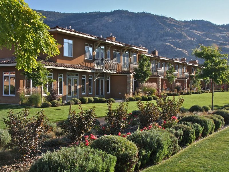 Exclusive Waterfront Resort in Wine Country, holiday rental in Osoyoos