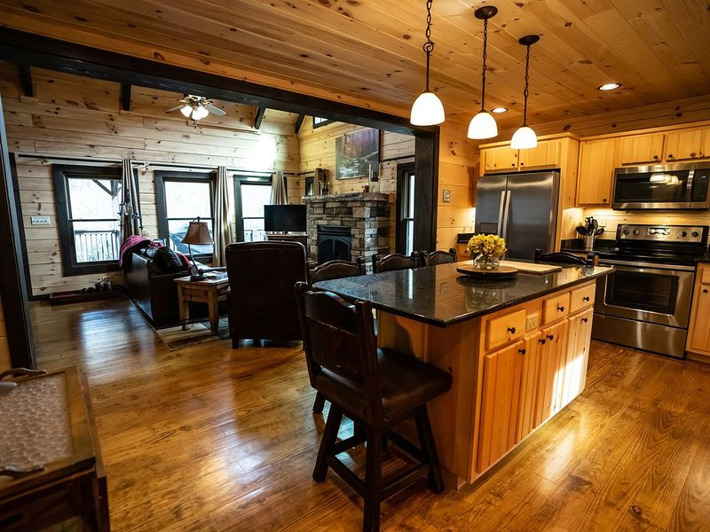 Luxury Log Cabin in Nantahala, NC on White Oak Creek, holiday rental in Topton