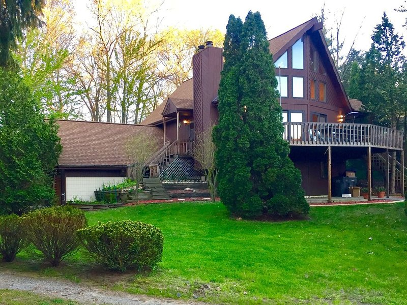 Designer A-Frame Cabin at the Lake! #BetterAtTheCabin, location de vacances à Berrien County