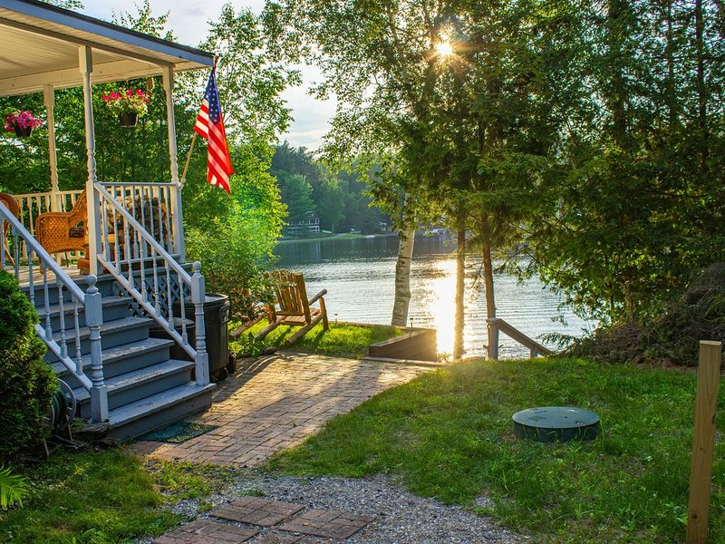 Lake front home with in-deck outdoor hot tub and spectacular lake views!, vacation rental in Craftsbury