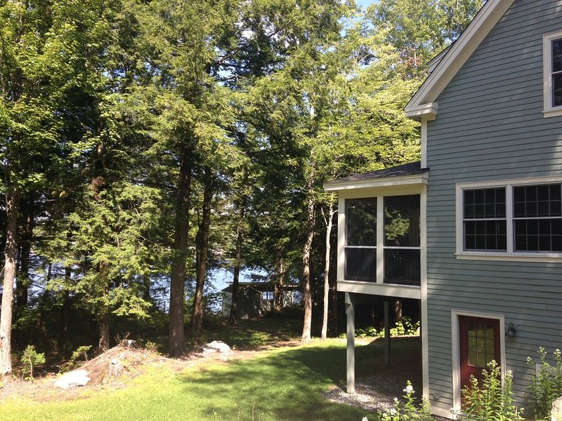 Lake Sunapee, Newer Private Lakefront Home with Boat Dock, holiday rental in Henniker