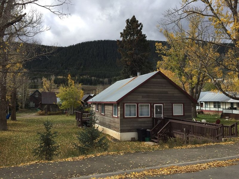 Cozy home in the heart of Crested Butte, steps away from all CB has to offer!!!, alquiler de vacaciones en Crested Butte