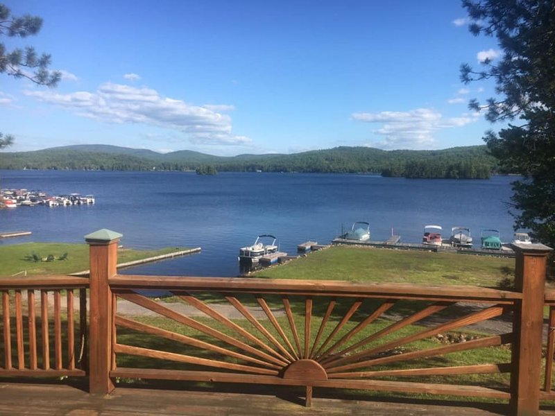 4 Season Adirondack Lakehouse on beautiful Fourth Lake, alquiler de vacaciones en Eagle Bay
