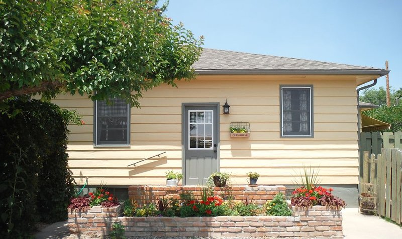 Quaint Orchard Farmhouse, vacation rental in Fruitvale
