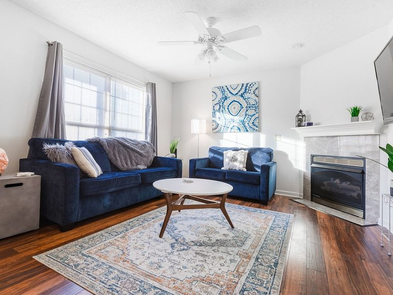 The Boho Experience✯2bed 2.5bath✯King Bed✯50' Smart TV✯Kid friendly, holiday rental in Elizabethton