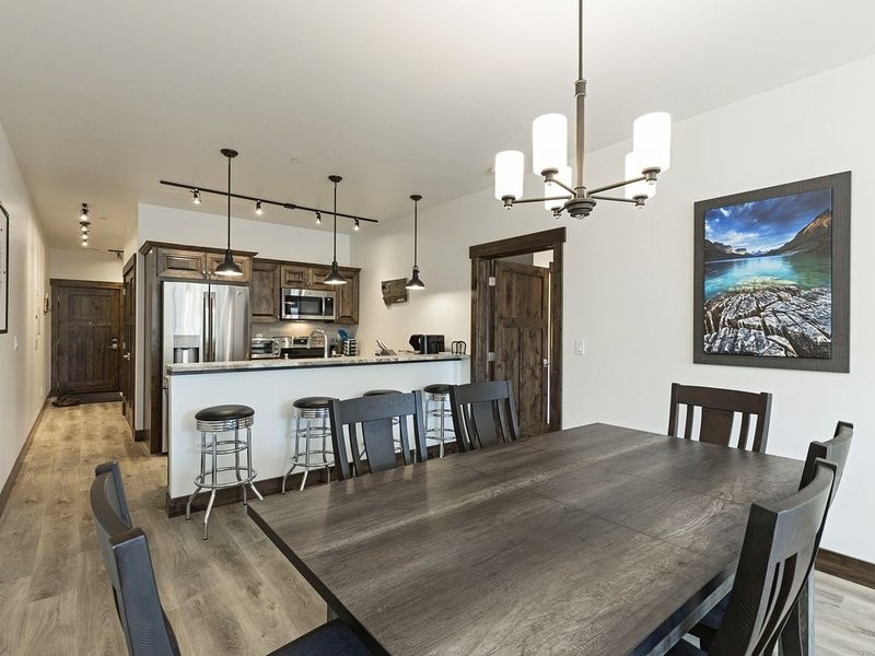 Brand new, immaculate condo in downtown Columbia Falls, vacation rental in Columbia Falls