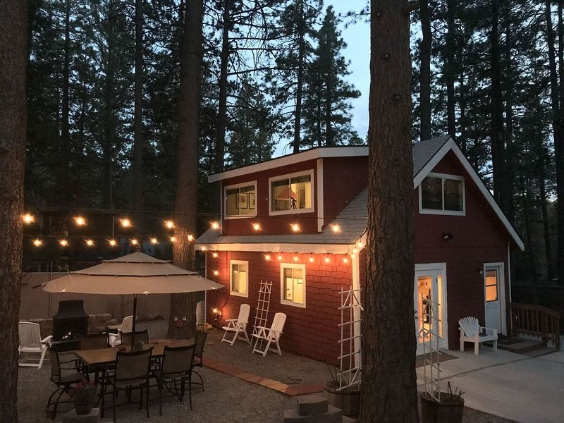 Upgraded Cottage in the Heart of the Village, alquiler de vacaciones en Idyllwild