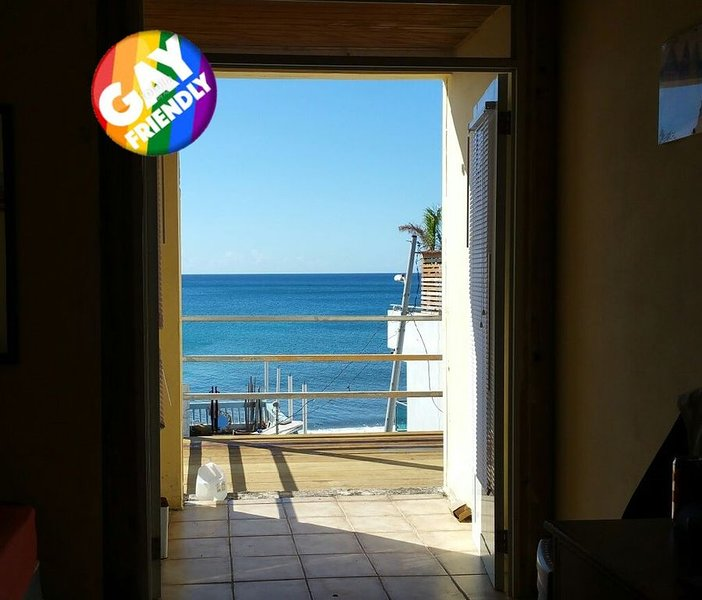A-1  Fully furnished one bedroom apartment w/ 2 full beds, location de vacances à Aguadilla