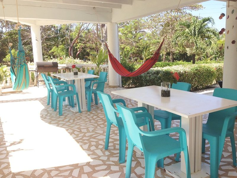Casa de las flores tropical lodge in front of the sea- gardens- family- friendly, vacation rental in San Andres