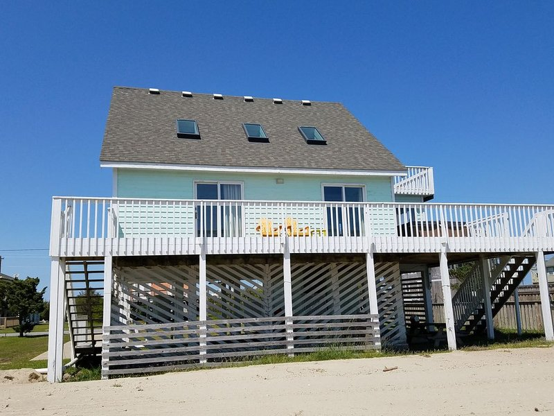 Oceanside 3BR/2Bath house with great views and 3 min walk to easy beach access, holiday rental in Hatteras Island
