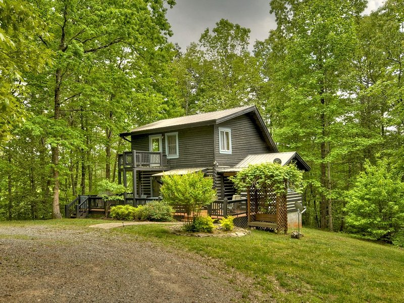 *Free Whitewater Rafting & Ziplining* Affordable Dog Friendly Cabin!, vacation rental in Ducktown