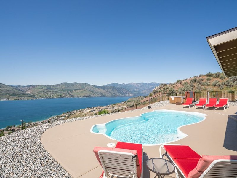 Private pool and hot tub with amazing views!, holiday rental in Chelan