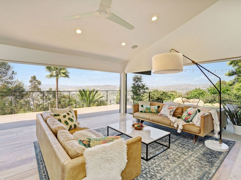 Remodeled Mt. Helix Bohemian Midcentury Stunner, location de vacances à Spring Valley