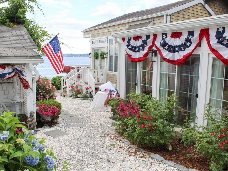 New Beachfront Boutique Rose Cottage, vacation rental in Bristol