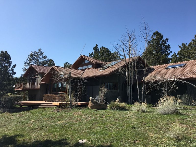 Beautiful 4-bedroom mountain Chalet on 47 acres in Boulder, CO, holiday rental in Eldorado Springs