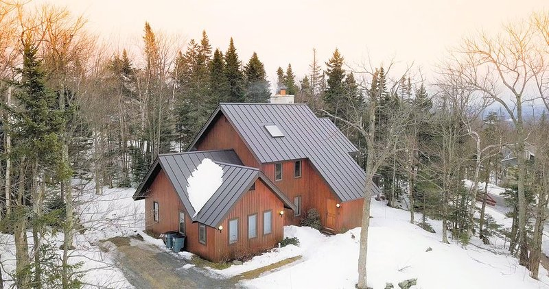 Beautiful!! Bromley-Stratton VT Slopeside Ski Home, Minutes from Manchester, location de vacances à Peru