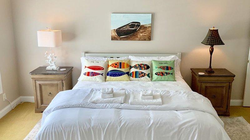 Erwachen Sie in Ihrem King-Size-Bett ~ Master Suite W / Lake View & OnSuite