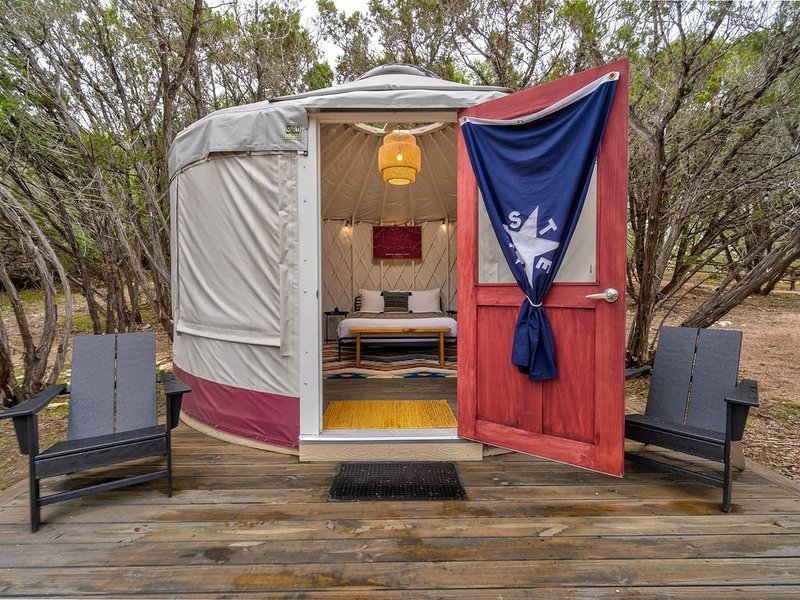 Lucky Arrow Retreat: Yurts, vacation rental in Dripping Springs