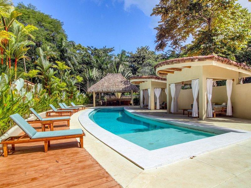 New listing! Villa w/ shared pool, cabanas & BBQ! Enjoy the nature!, location de vacances à Quepos