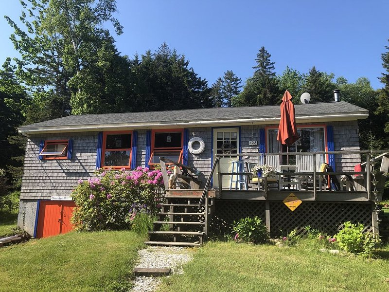 """Posada de Pelicano""- Bright 2 bedroom Home with Ocean Access – semesterbostad i Cushing"