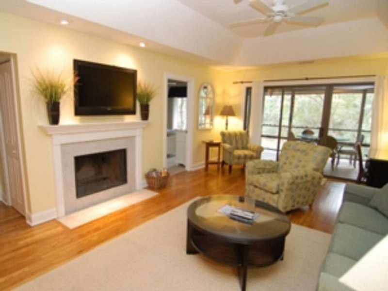 Great River Views, Renovated, Close to Beach, Heated Pool, Water Parks & More, casa vacanza a Kiawah Island
