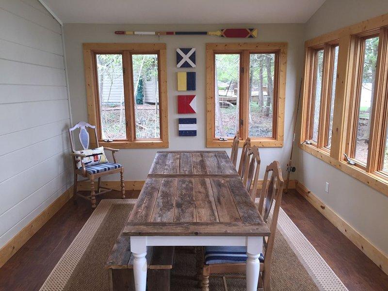 Family cottage on Intermediate Lake, location de vacances à Central Lake