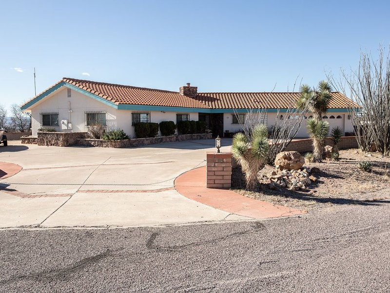 Cozy House with Incredible 360 degree Views., holiday rental in Nogales
