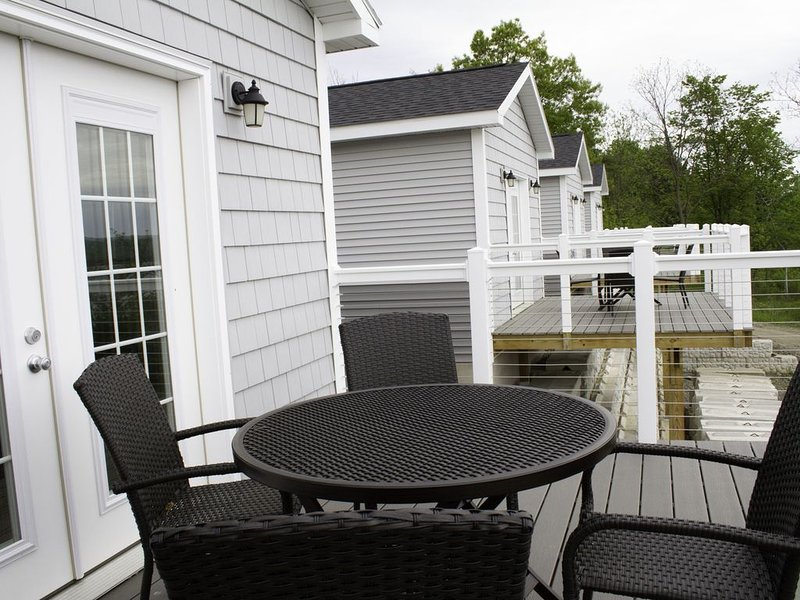 2 Bedroom Cottage with Beautiful Lake Views, vacation rental in Rock Stream