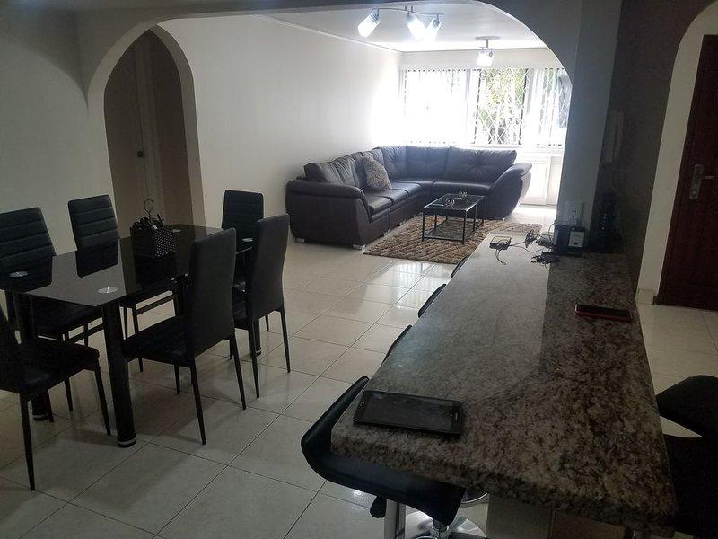 Apartamento De Lujo Con Patio, Mucho Espacio y Centrico, aluguéis de temporada em Girardota