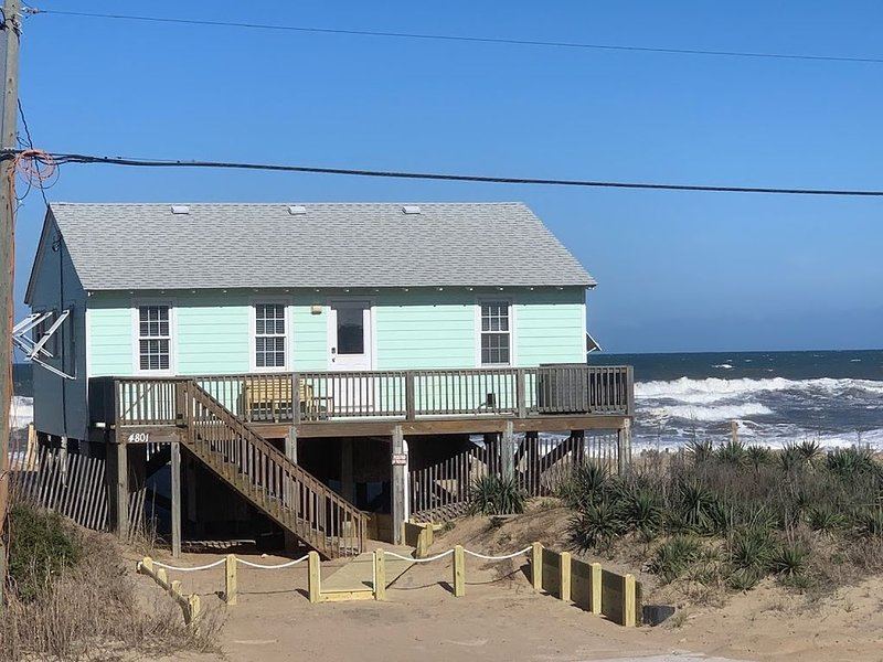 SERENITY AWAITS...AWESOME Reviews-1960's Cozy Ocean-Front and Fido Friendly too!, alquiler de vacaciones en Kitty Hawk